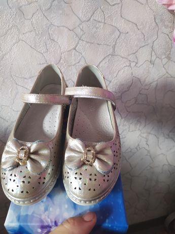 Туфлі  святкові а дівчинку туфли 29р