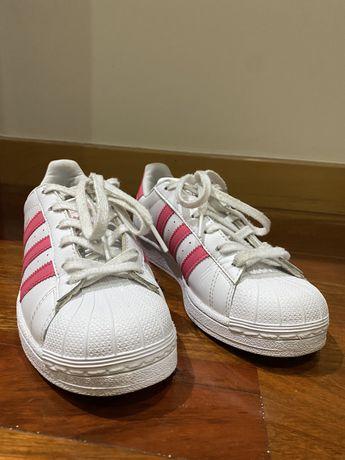 Adidas superstar rosas e brancas