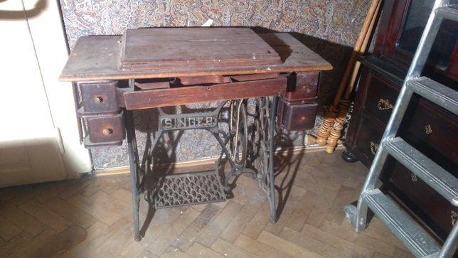 Maszyna do szycia SINGER , ze stolikiem , kolekcjonerska , sprawna ,