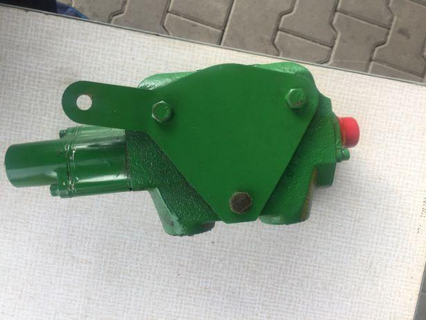 Rozdzielacz hydrauliczny John Deere RE239127, RE246372, AL119219