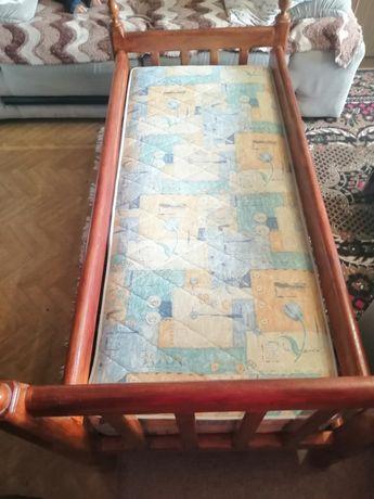 Кровать  детская из натур.дерева с ортопедическим матрасом.