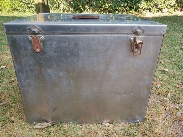 Caixa frigorífica medicamentos navio bacalhoeiro alumínio