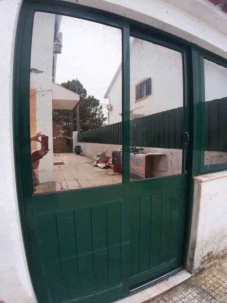 Vendo 2 portas de correr com vidro espelhado