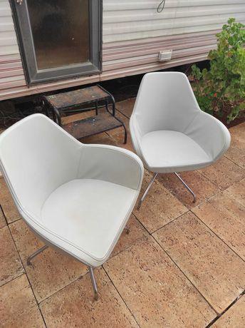 duas cadeiras, 30 euros cada