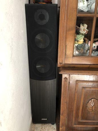 Colunas de som em bom estado e pouco uso