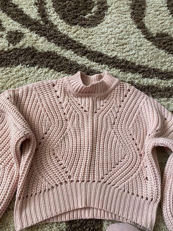Стильний теплий светер.