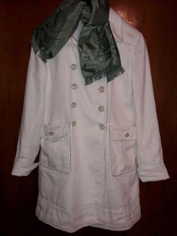 Лёгкое белое женское пальто