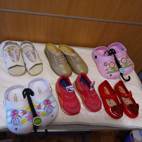 Sandálias e sapatos - tamanho 21 a 27