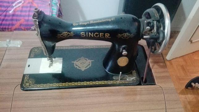 Vendo Máquina vintage Singer a funcionar .