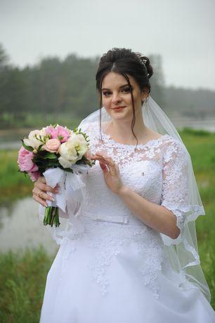 Весільна сукня в хорошому стані, 46 розмір