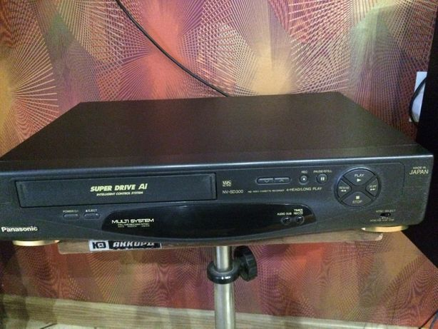 Продаю два видеомагнитофоны Панасоник 500 грн Акай 500 грн