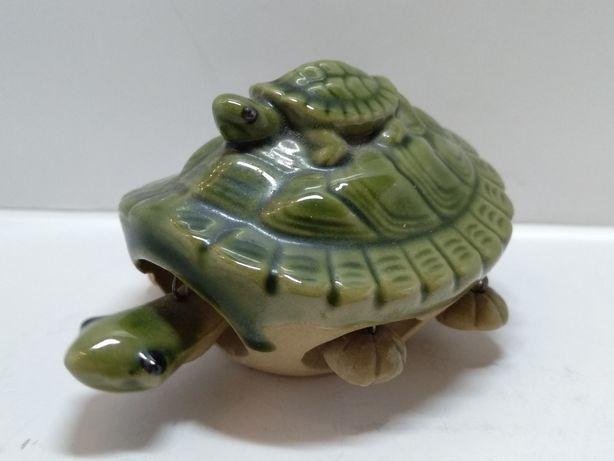 Черепаха керамическая с черепашонкам подвижные конечности.