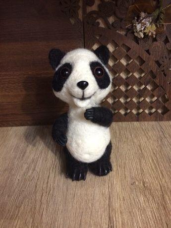 Игрушка из валяной шерсти-панда