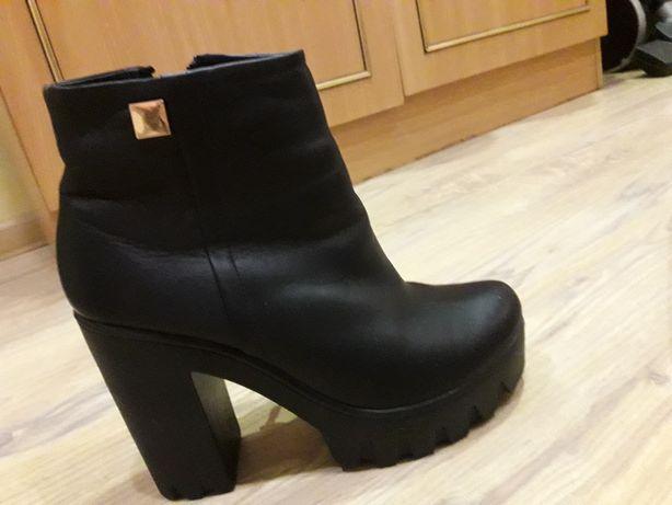 Зимові шкіряні черевички