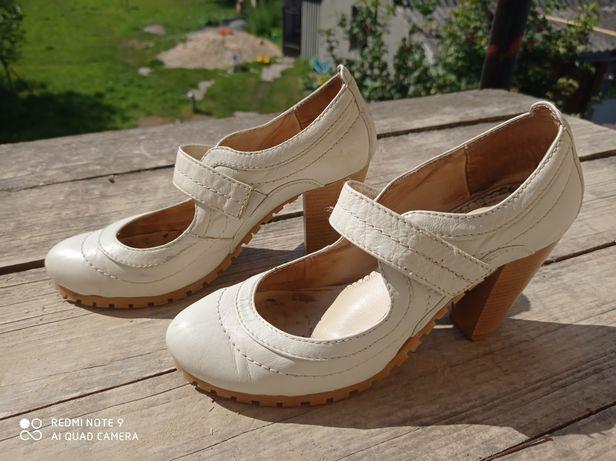 Туфлі білі, шкіряні