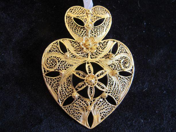 Coração de Viana em prata dourada. Filigrana manual feita por designer