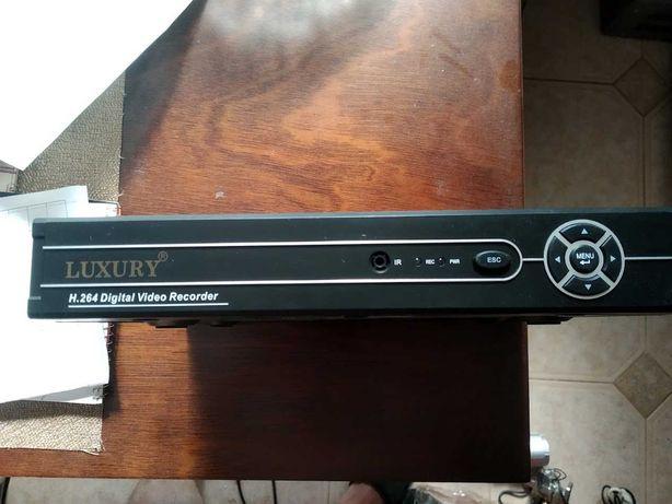 Видеорегистратор LUXURY LUX-6404V Есть 2 Камеры