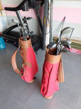 Sacos de Golfe com tacos e bolas