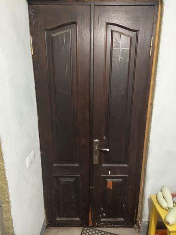 Вхідні двері дерев'яні