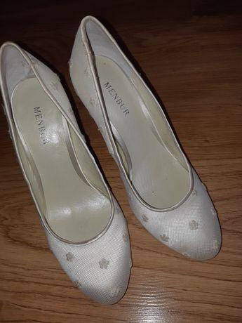 Sprzedam śliczne buty ślubne firmy MENBUR 38