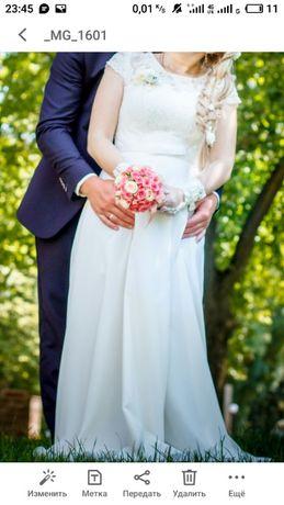 Изысканое платья цвета айвори.