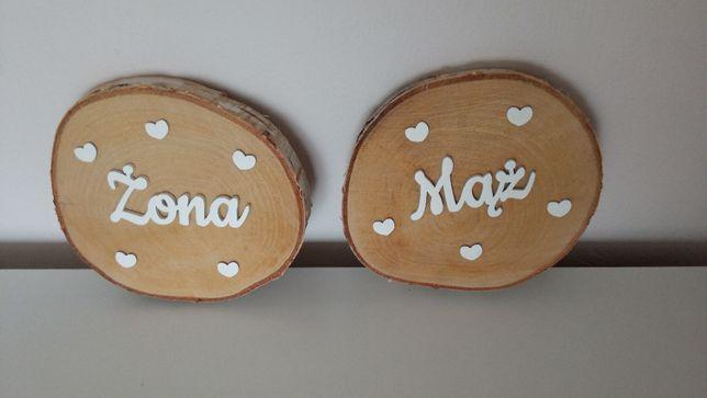 Brzozowe plastry drewna z drewnianym napisem żona , mąż