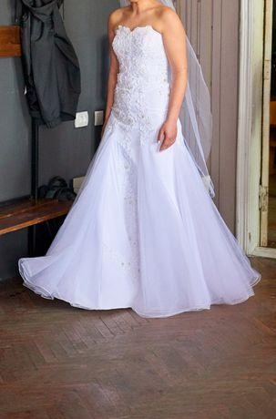 Свадебное платье и фата(фата эксклюзив ручная работа)