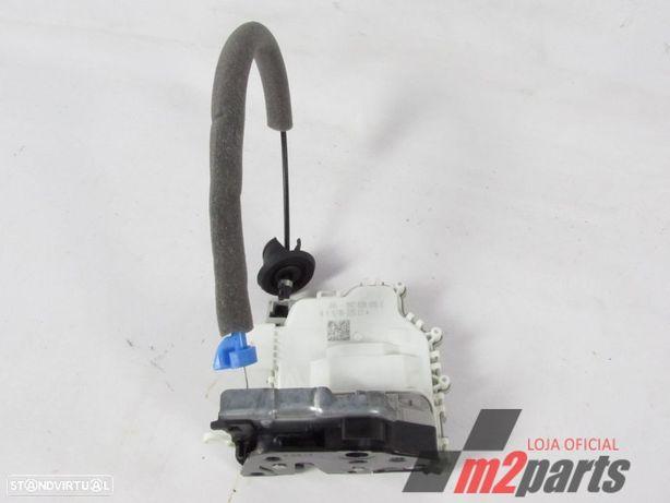 Fecho da porta 8X0839015C Cor Unica Esquerdo/Trás AUDI A1 Sportback (8XA, 8XF) 1...