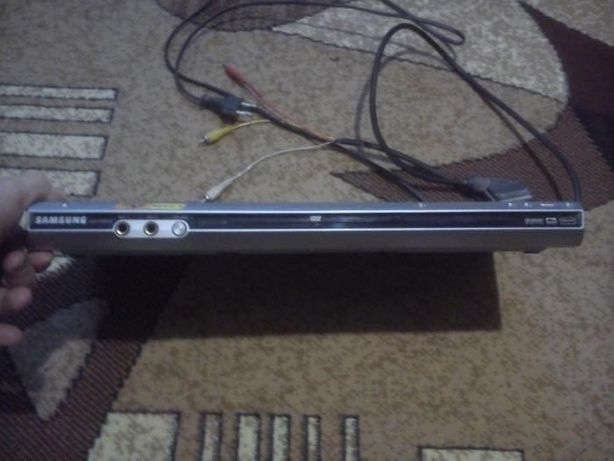 DVD-проигрыватель SAMSUNG-P365KD и микрофон к нему