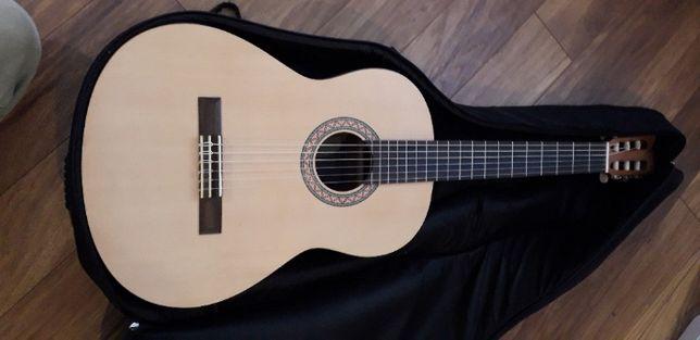 Gitara klasyczna YAMAHA c30M + pokorwiec + stopka