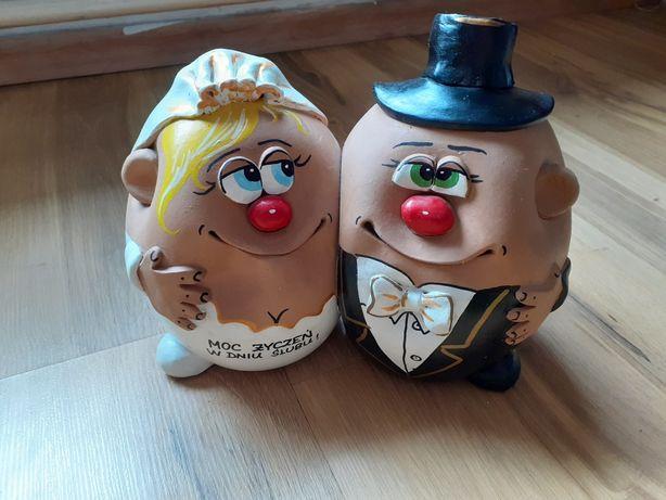 Skarbonka mąż i żona w dniu ślubu