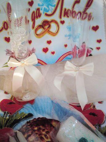 Продам свадебные бокалы,Рушничок для Каравая,(Все новое запечатанное)