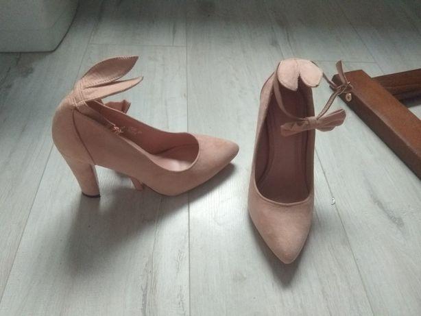 Buty jasnoróżowe obcas 37