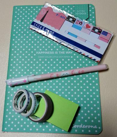 Pack com caderno, post-it, caneta e fitas (oferta dos portes)
