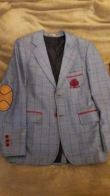 Продаётся пиджак на мальчика