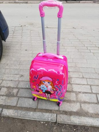 Продам детский чемодан дорожный на 4-х колесах ABS ударопрочный