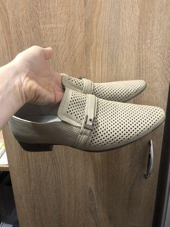 Продам туфли на мальчика 36 размер
