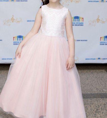 Нарядное длинное платье для девочки. 8-9 лет