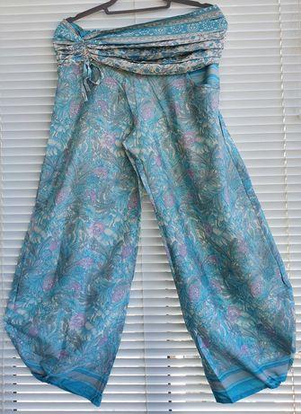 Calças largas com elástico de cor turquesa