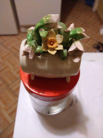 Porcelanowa beczułka z kwiatami przebiśnieg. Made in England. Vintage