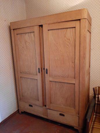 Zabytkowa szafa drewniana