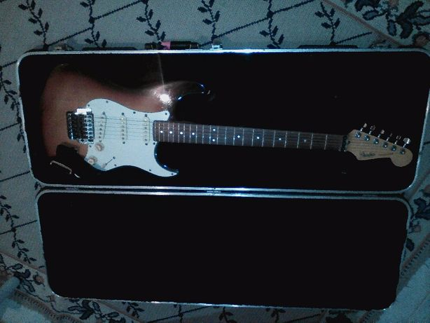 Fender Japan/Usa stratocaster Serial N E83 (ano 84)