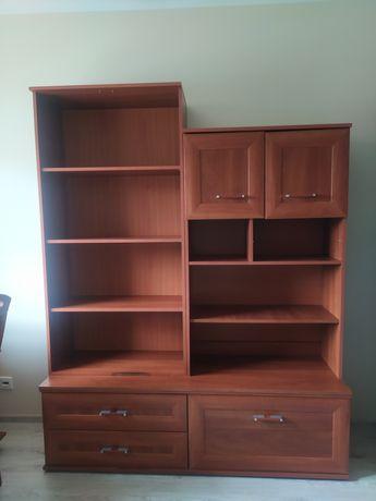 Zestaw mebli drewnianych: szafa, regały, komoda, biurko, krzesło
