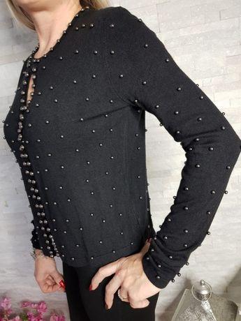 Sweterek z nikowamymi perełkami