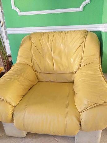 Komplet skórzany. Kanapa rozkladana + fotele skóra kolor żółty