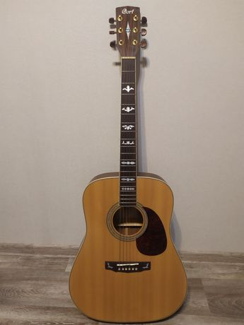 Кастомная гитара Cort в комплекте с чехлом и подарками