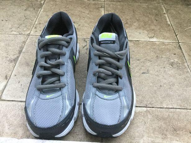Ténis Nike running novos