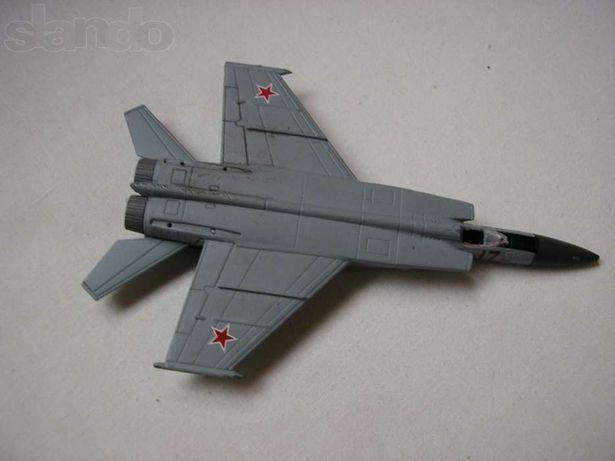 Легендарные самолеты №6 МиГ-25