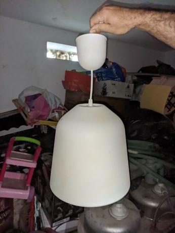 2 candeeiros parecidos IKEA
