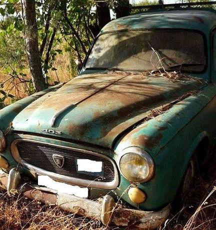 Automovel Antigo para Decoração ou Publicidade